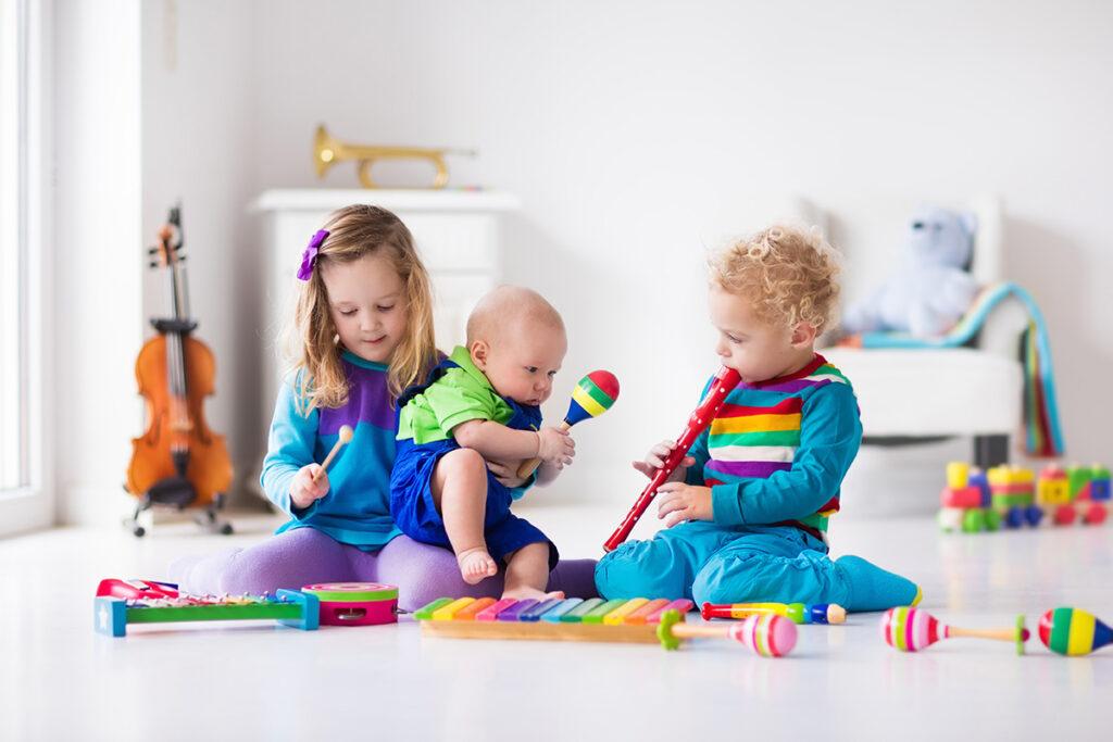 Care sunt avantajele muzicii pentru copii?